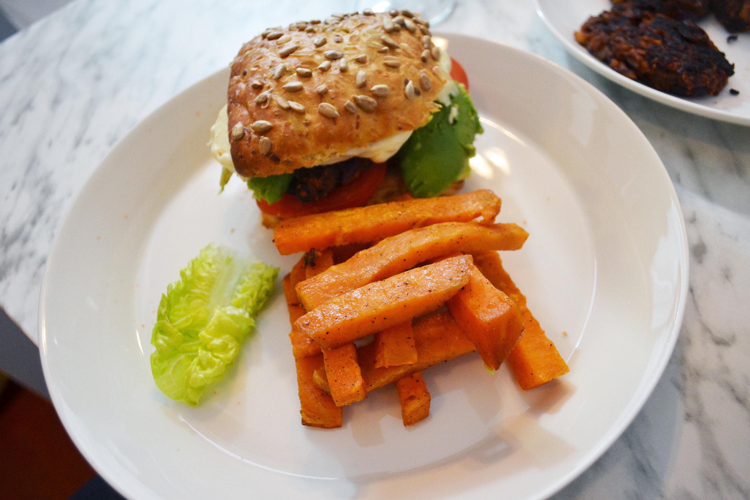 vegaaninen burgeri ja ranut