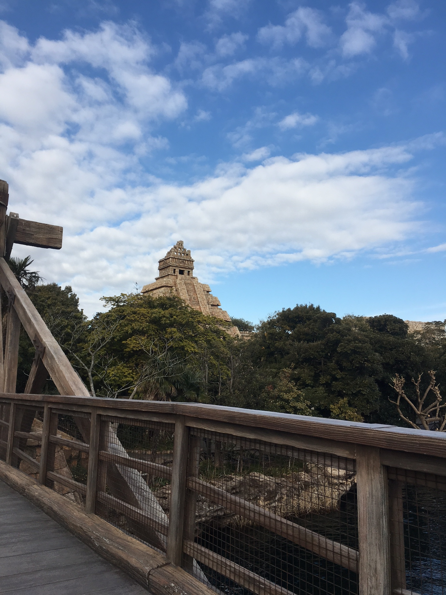 DisneySea-Schuyler-Croy-Indiana-Jones.JPG