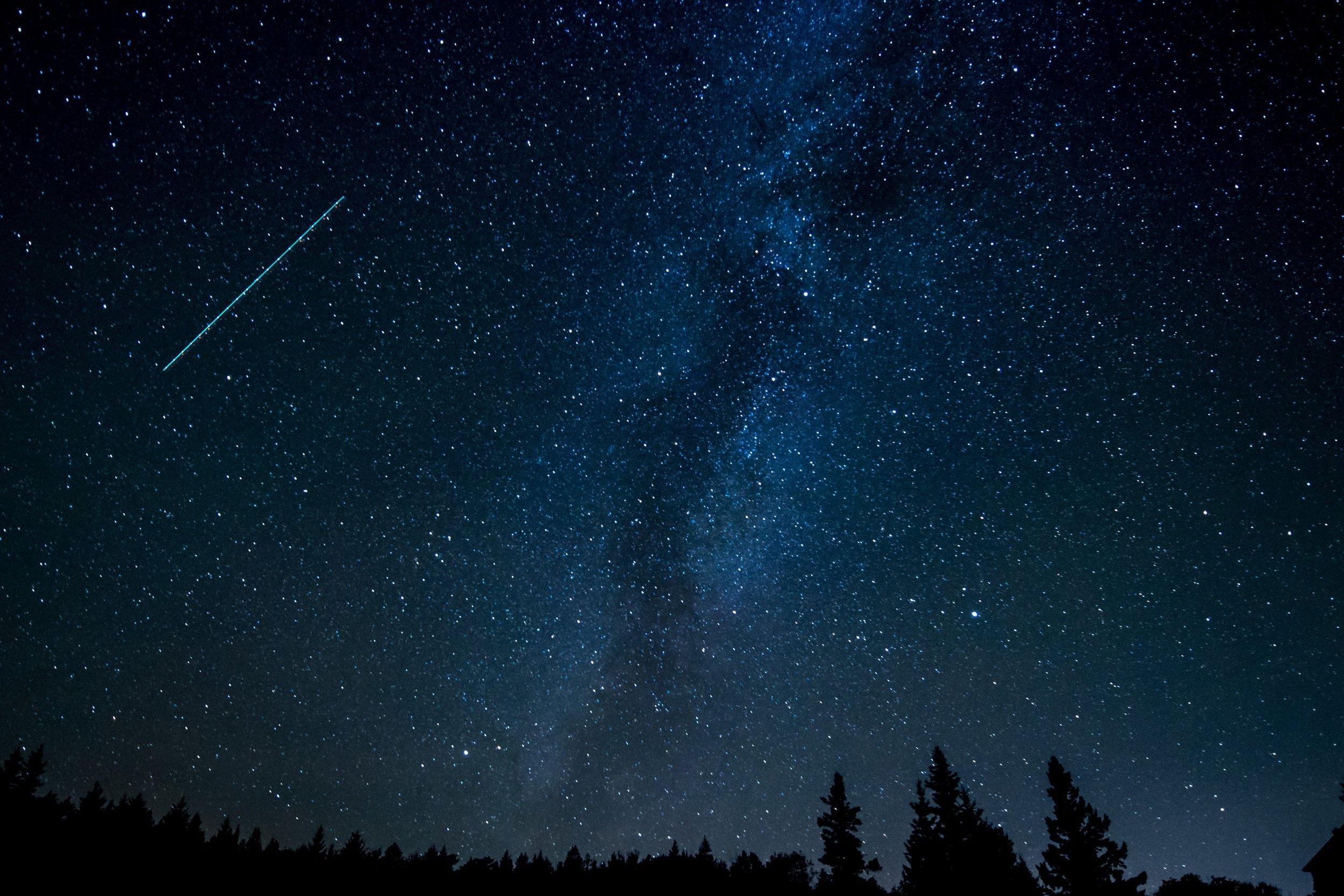 astronomy-comet-constellation-631477.jpg