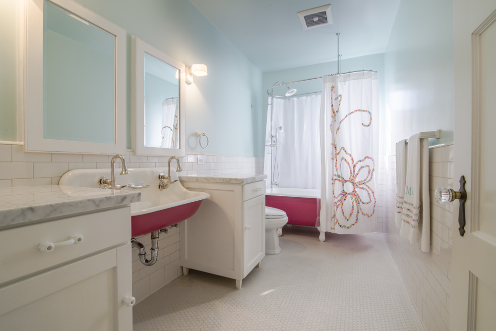 11-ilona-bath 2.jpg