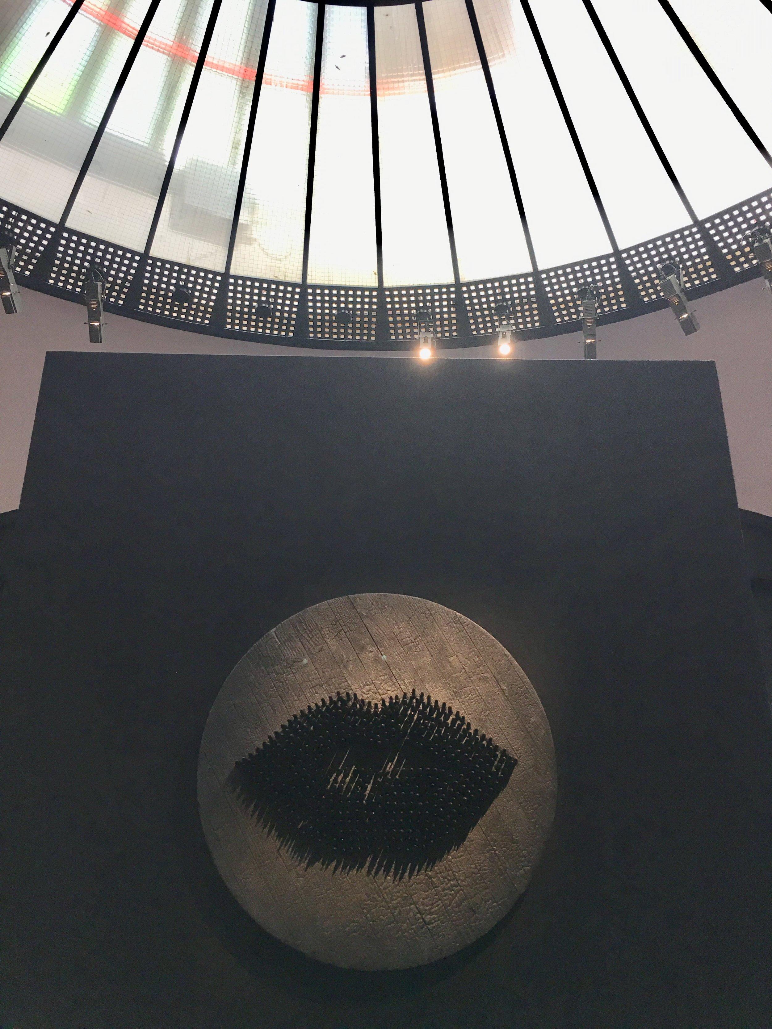 photo mouche cousue - secret gallery - oeuvre de Sacha Haillote
