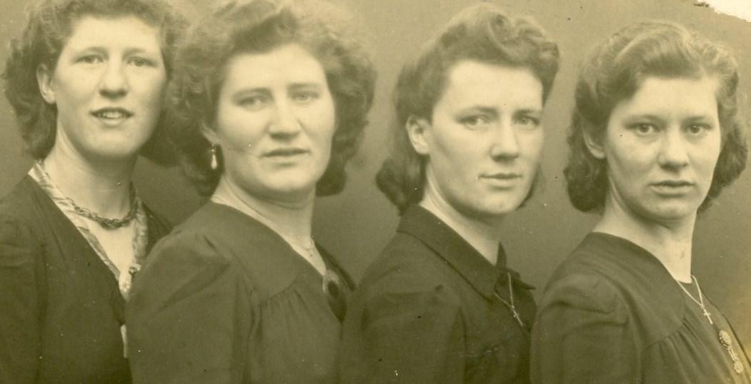 1944. Fien,Mimi, Lenie, Nellie..jpg