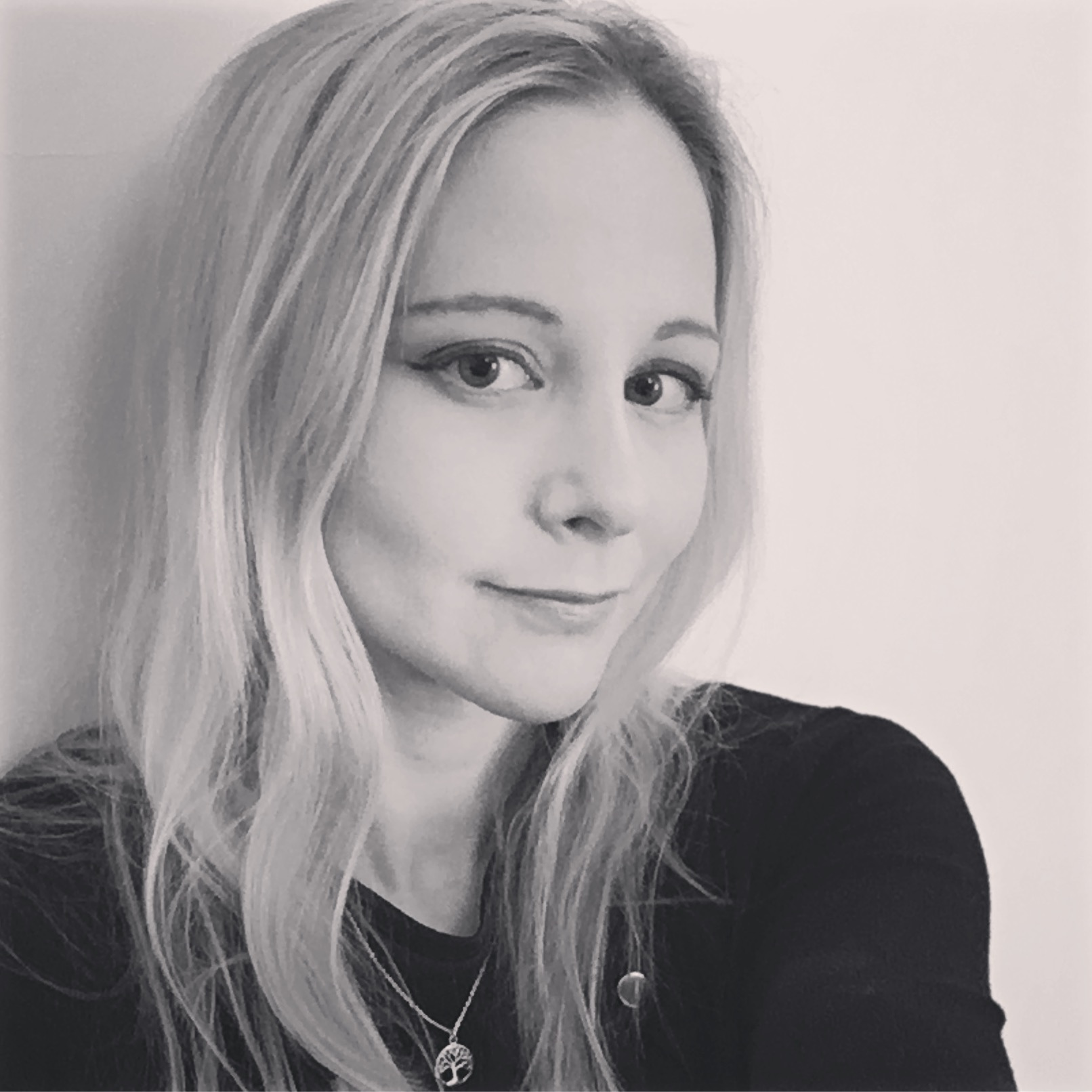 #281 Aimee Lewis  - Aimeehas a career that'll make you green with envy. She spent seven years thinking different at Apple - flying from London to LA and back again often faster than you can say