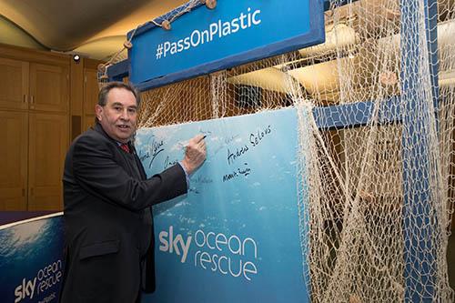 Skyoceanplastic (1).jpg