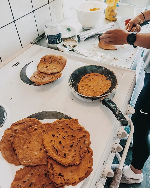 Sweet potato and Buckwheat tortillas! My sister (@ziickel) and I moved to Sweden to play hockey and just got settled into our new spot! Our goal this month is to create homemade meals, snacks, and treats to limit processed foods with unnecessary additives! Like tortillas... • Ingredients: -2 cups buckwheat flour -2 medium sweet potatoes Boil potatoes, strain, add flour and mix. Roll into preferred size and heat on pan with coconut oil! You can also make this same mix into little gnocchis, add to boiling water instead of frying pan. • How to eat: -Eggs, cheese, avocado -PB and banana -Hummus -Butter Anything! 😋 Great source of fiber, complex carbs, and micronutrients. #tdegree #fueltofunction #tortillas