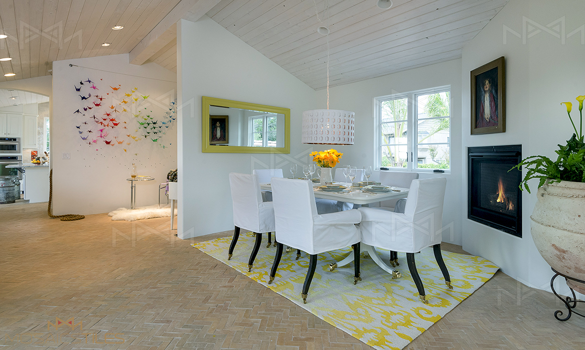 Dining room with moroccan floors