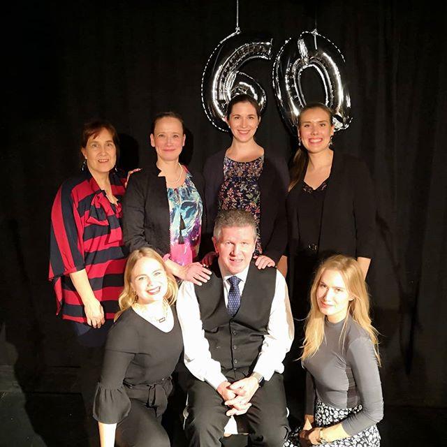 KEHU juhlatunnelmissa! Hankkeen johtajan, Tapio Toivasen, 60-vuotispäiviä juhlistettiin draaman ja teatterin merkeissä menneitä vuosia muistellen. KEHUlaiset onnittelevat ja toivottavat Tapiolle monia,  yhtä ikimuistoisia kohtaamisia myös tuleville vuosille. ❤️ #kehuprogram #juhlatunnelmissa