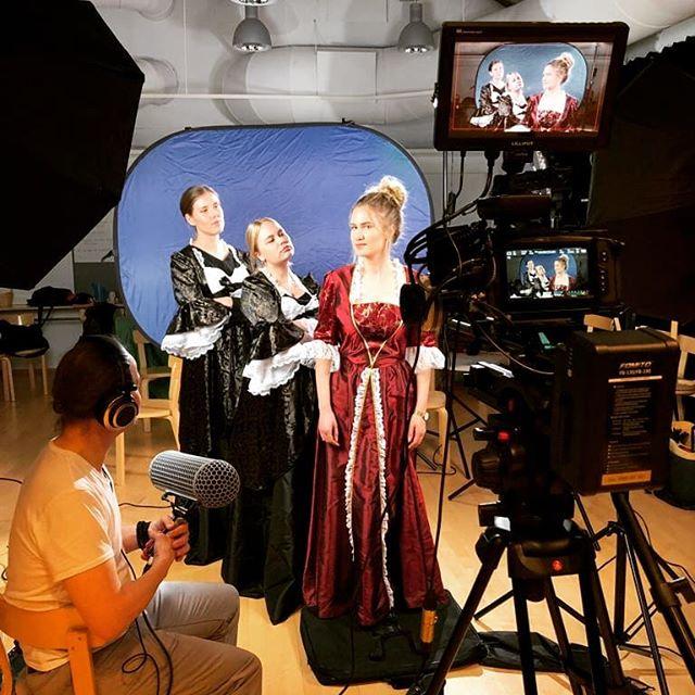 KEHUn Annastiina, Heli ja Cia Tapion kanssa draamaopetusta esittelevän video-ohjelman kuvauksissa. Ohjelma liittyy Jyväskylän yliopiston johtamaan LUKILOKI-hankkeeseen. #kehuprogram #draama #lukiloki