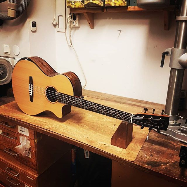 One of my luthier-school made guitars in for service! This is the guitar that led me into inlay Featuring a Laskin-style armrest and vine-of-life inlays.  #mrinlay #inlay #guitar #laskinarmrest #luthier #luthiery #whatsonyourbench #vine