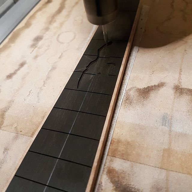 Head scratching seagull inlay. This one for a uke being built @nordwallinstrument  Next up engraving!  #bird #inlay #mrinlay #aflockofseagulls #motherofpearl #tahitianpearl #reconstone #ukulele #fretboard #ebony #luthier #luthiery