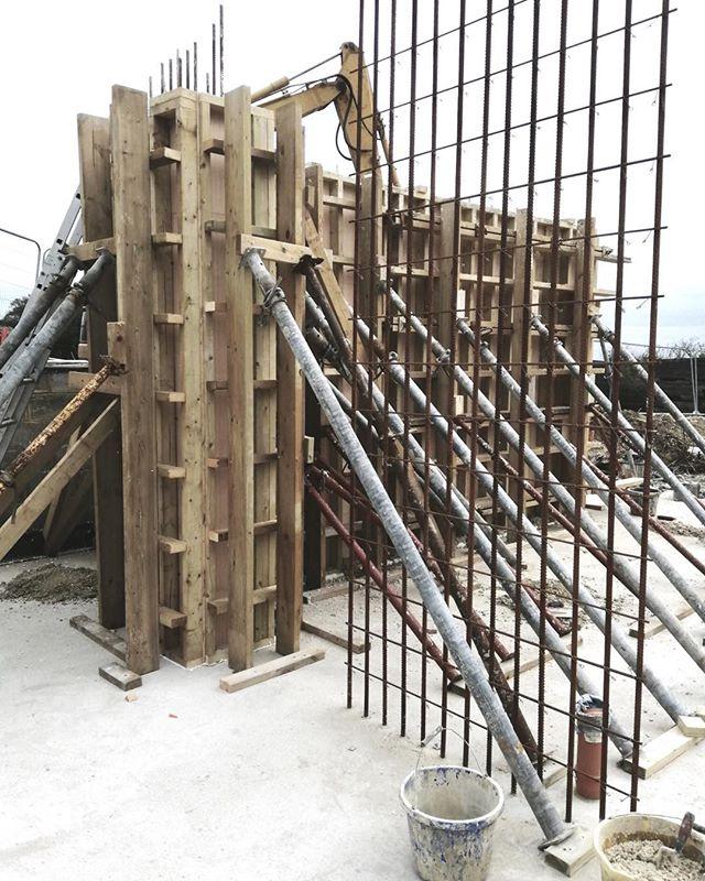 Chalk House site visit. - #chalk #house #kent #downs #design #architecture #interiordesign #construction #bespoke #familyhome #sustainabledesign #sustainability #environmental #lowcarbonfootprint #paragraph55 #modernhouse #areaofoustandingnaturalbeauty #onsite #underconstruction #progress #newbuild #granddesigns #kevinmccloud #cassioncastle #cassioncastlearchitects