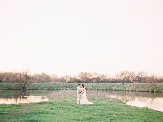 Excited to announce that I will be teaming up with @summerfieldtatefarms as well as an amazing team of vendors for a Wedding Giveaway!!! They will be hosting a bridal show on March 3 where they will draw the lucky winner! All proceeds will go to help with the Smirl Chapel Relocation and Preservation fund. This place is near and dear to my heart as this is where my husband and I got married. Head to my IG stories to see all the vendors, link in @summerfieldtatefarms bio for more details! (Insta won't let me update it in my bio 🤷🏻‍♀️)1 📷: @allentsaiphoto