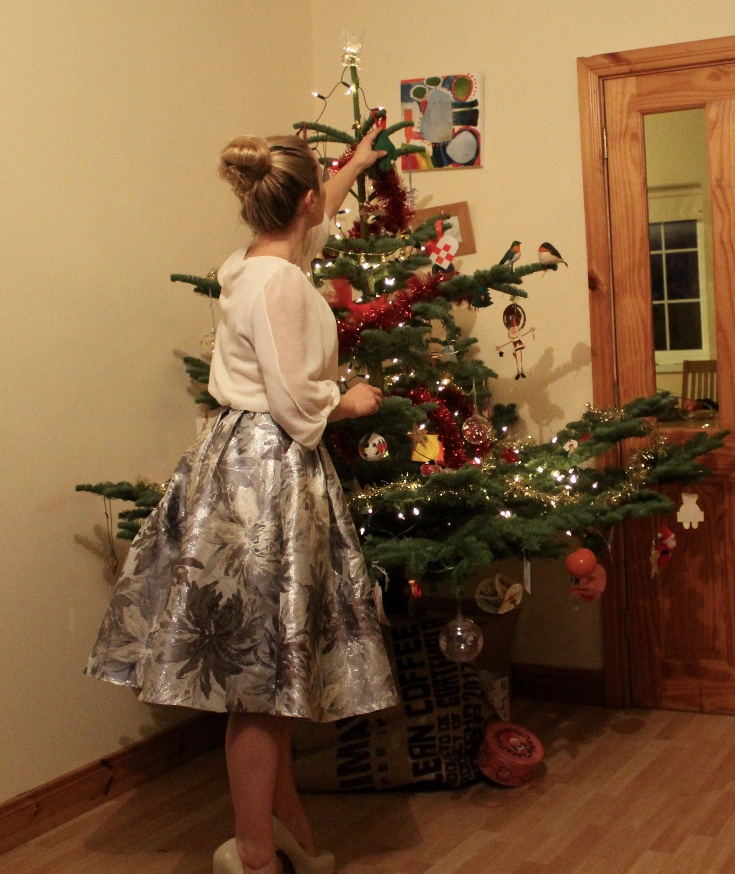 BONUS Track! Why not make Christmas a little mores sustainable and affordable for you too? I picked up this top in my local SVP for just €2 and the skirt in the Sligo Oxfam for just €10 - supporting good causes, keeping clothes from landfill and looking damn swish while doing it!