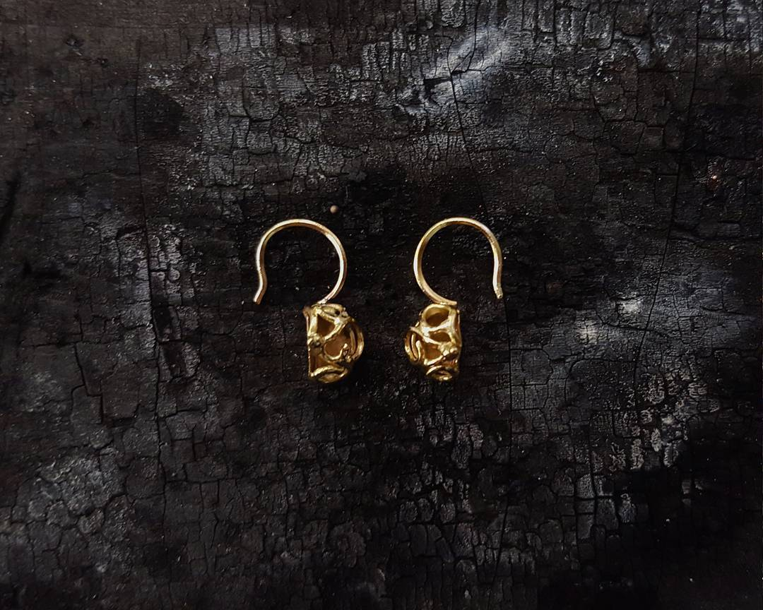 """ Scroll Earrings ""  18k yellow gold"