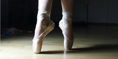 ballet-feet-2037861_1920.jpg