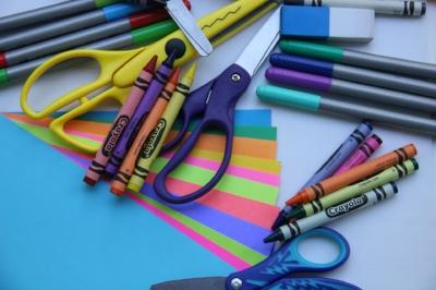 school-supplies-2690599_1920.jpg