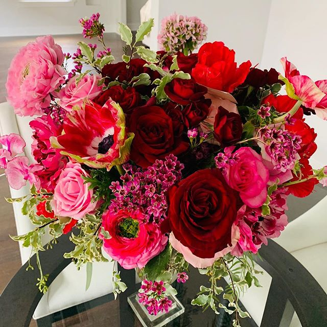 From my Valentine 💕 . . . #valentinesdaygift #happyvalentinesday #valentinesflowers #flowerstagram #giftfromhubby