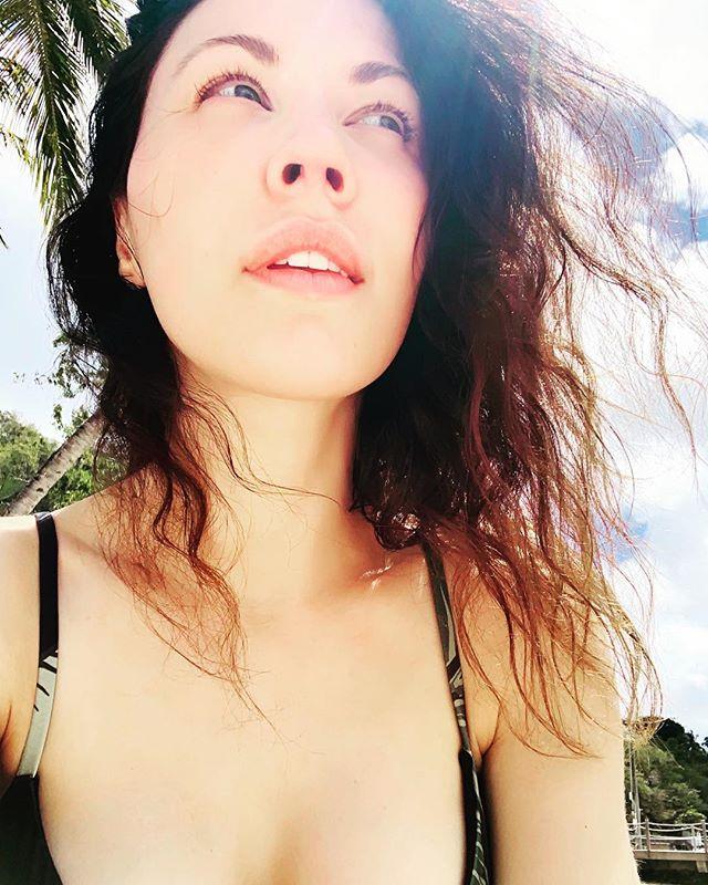 🏝 . . . #stlucia #beachday #beachwaves #nomakeup #travelholic
