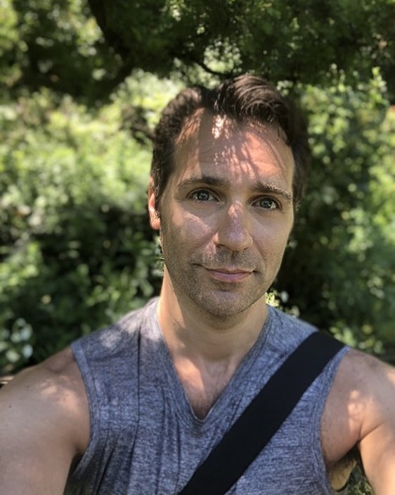 What a beautiful day for the park. . . . #centralpark #instagay #peaceful #saturdays #scruff #selfieday #composer #composersofinstagram