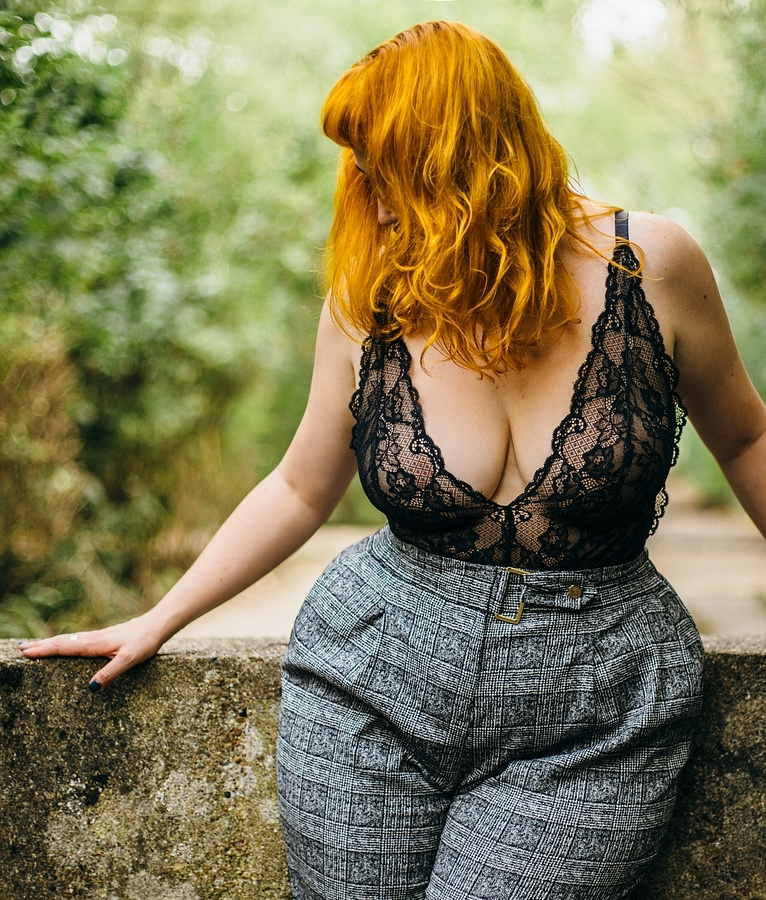 Amelia Swann    Luxurious redhead and professional switch, Amelia is a BDSM expert and hedonistic pleasure seeker, with extreme proportions and a spirit to match her hair. Based in London and available internationally, she harbours an obsession for kink, corsetry and opulence.