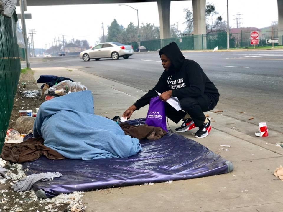 Michael Tubbs and homeless stocktonian.jpg
