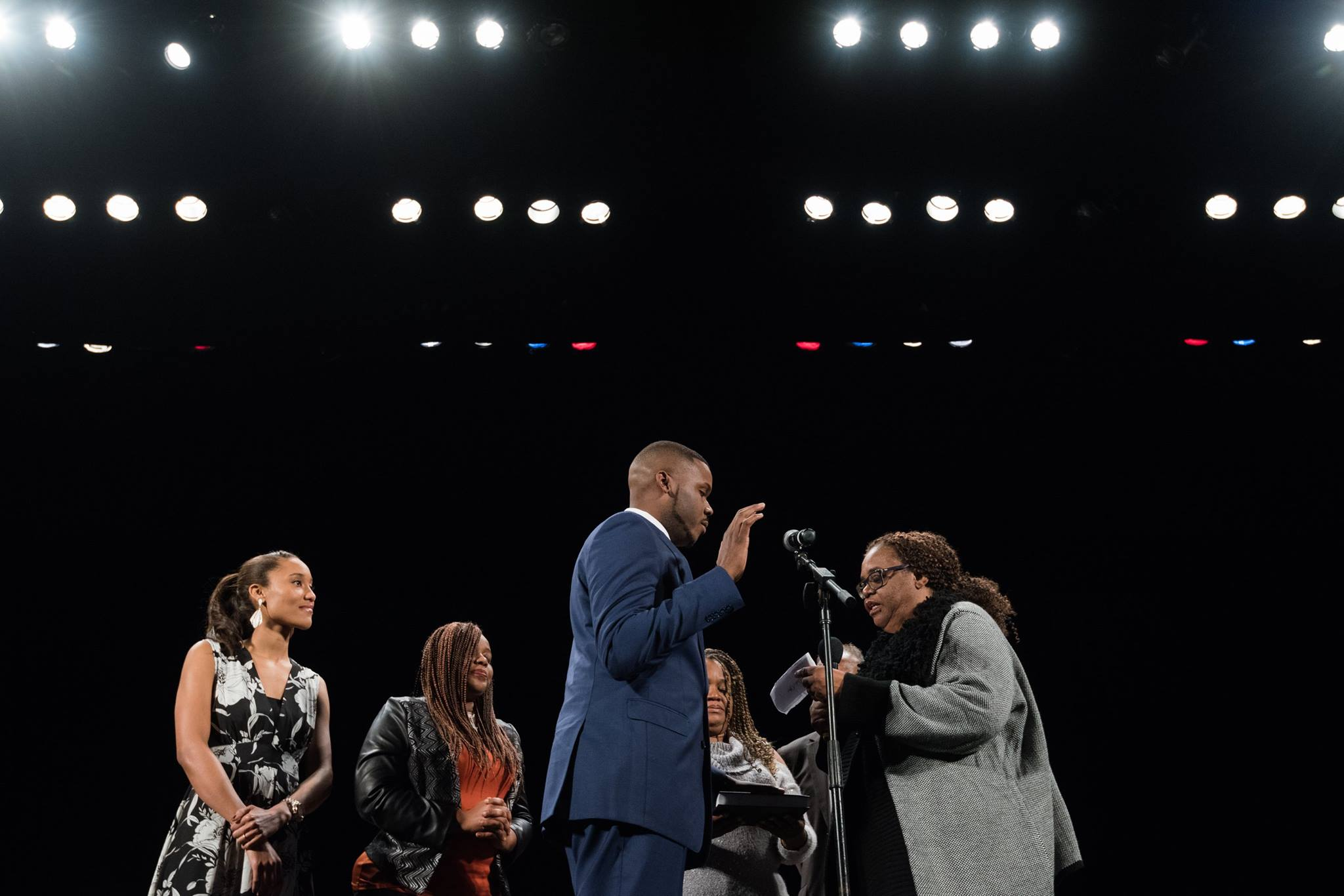 Michael Tubbs Swearing in with wife, mom, aunt and grandmother.jpg