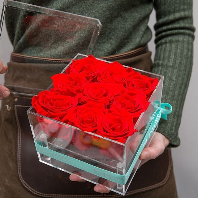 New acrylic boxes on the site! #foreverroses #infinityroses #rosesthatlastayear