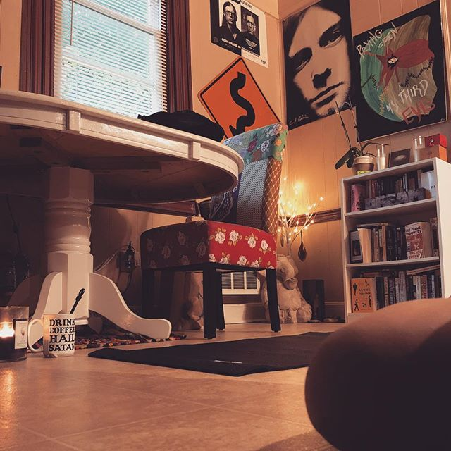 Good morning yoga zone. #doubleirisyogaandmassage #doubleiris #yoga #massagetherapy #bookappointments #kitchenyoga #visionaryhealer #visionaryhealing #visionaryart #👁