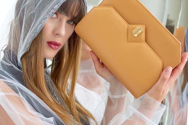 Pretty @rochamanuela with our #galatea in mustard - Disponible en nuestra tienda los esperamos 💘