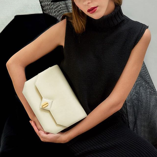 Classics are classics #Galatea in #ivory forever 💘just in time for #valentinesdaygift . . . . . . . . . #mapliano #galatea #silentfashion #architecturaldesign #ss19#timelessstyle #luxuryhandbags #cleanlines #italianleather #highfashion