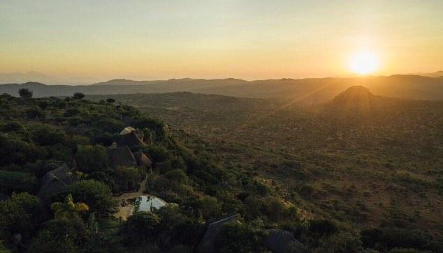 • OL MALO •  Sunrise, a crisp moment of calm _________________________________________ @olmalo 📷: @gohiromoto  #olmalo #sunrise #safari #kenya