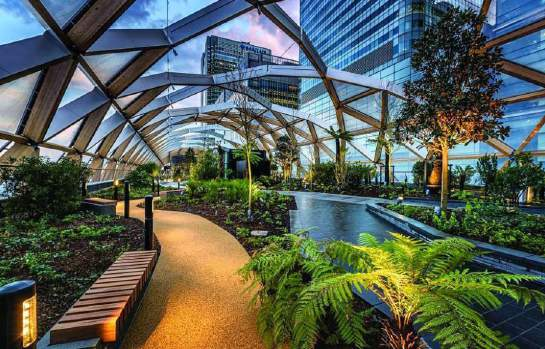 Escape the crowds in the heart of Canary Wharf at the Crossrail Palace Roof Garden, a 300-metre enclosed garden which offers a slice of quiet and nature in the heart of the City. Sitting on the Meridian line the gardens planting is divided into hemispheres, with east and west represented on different sides of the park.