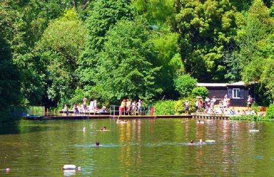 Anyone over the age of 8 can go open-air swimming at Hampstead Heath's Ladies', Men's and Mixed Bathing Ponds. They are the only lifeguarded open water swimming facilities open to the public every day of the year in London.