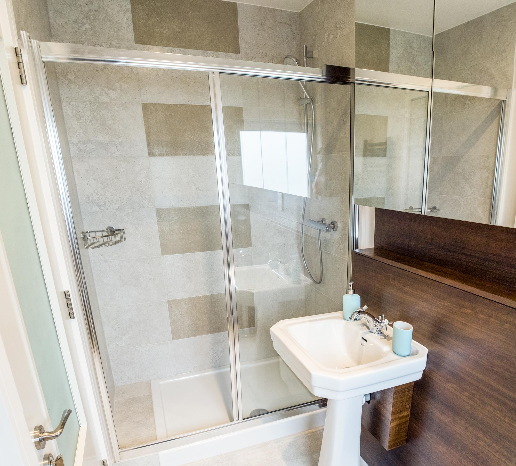 top bathroom2.jpg