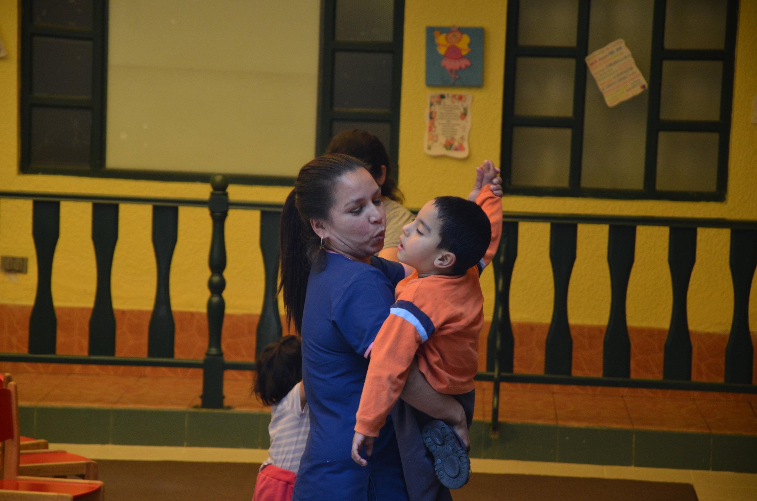 PEDAGOGÍA - Nuestros servicios de pedagogía se desarrollan en un marco de respeto para todos/as, con base en la inclusión; ambiente educativo estimulante para niños/as regulares y niños/as con necesidades educativas especiales; mediación de maestros/as altamente humanos, empáticos/as; y la vinculación activa de la familia.