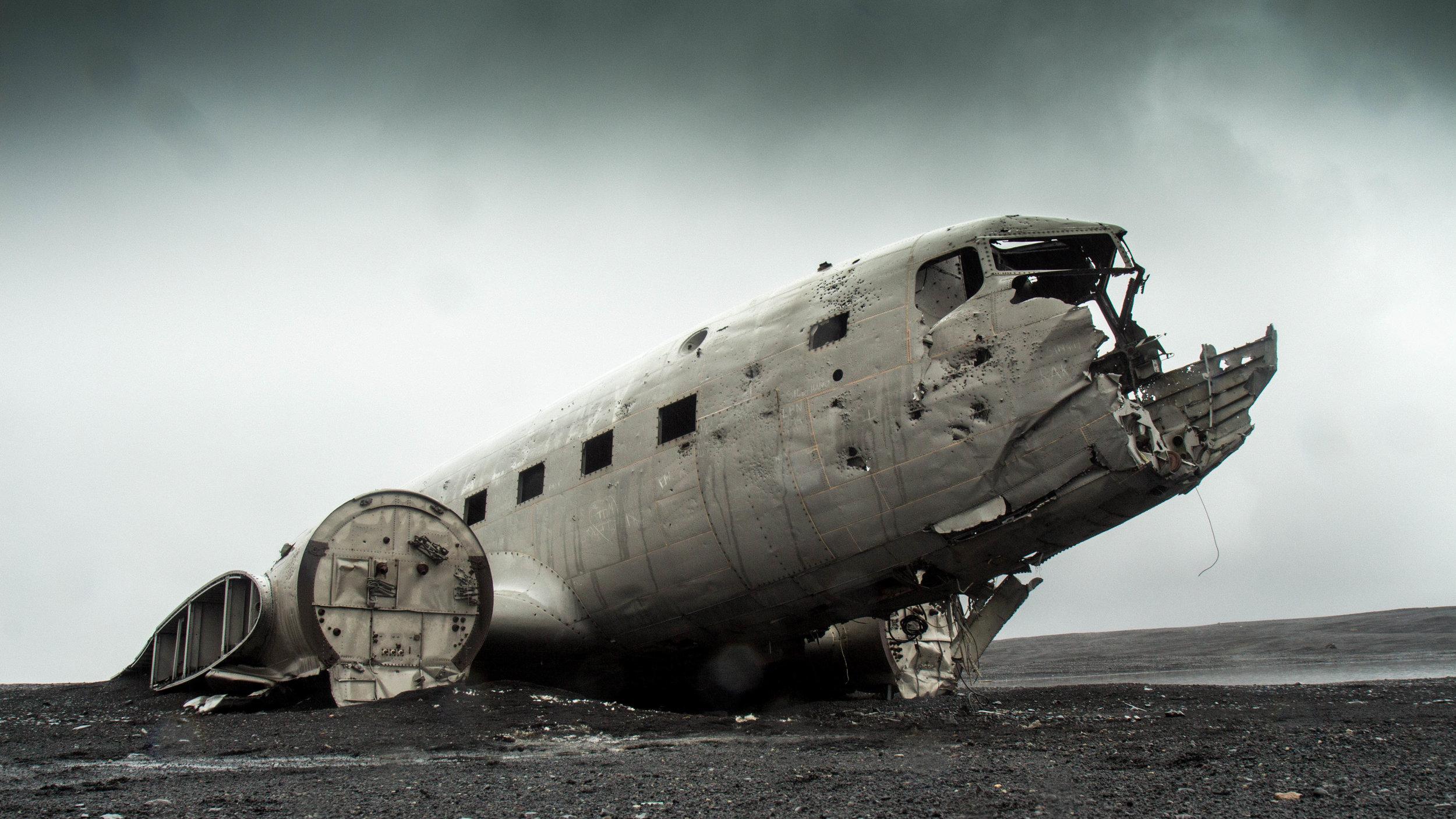 vintage-grey-airplane-plane-CC0-license.jpg