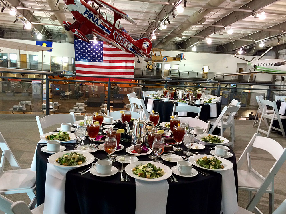 seated luncheon meeting