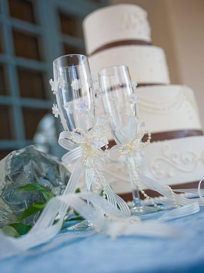 degolyer estate champagne and wedding cake