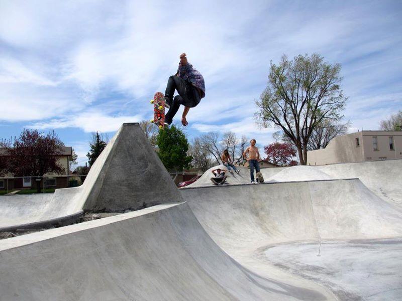 Jasper Kahn ollie from low to high