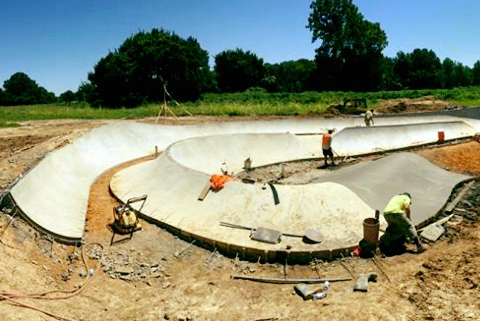 Hernando Skatepark coming together