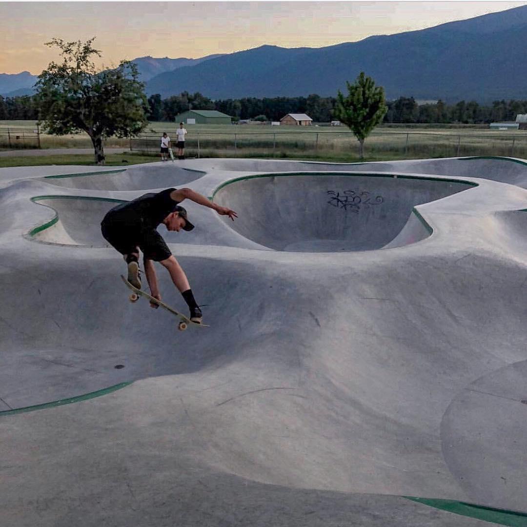 Richie Conklin tweaking at Stevensville skatepark