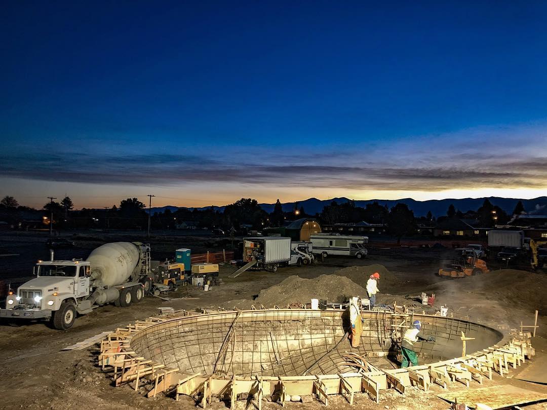 Sunrise shotcrete on the Huevo 🥚 Bowl.
