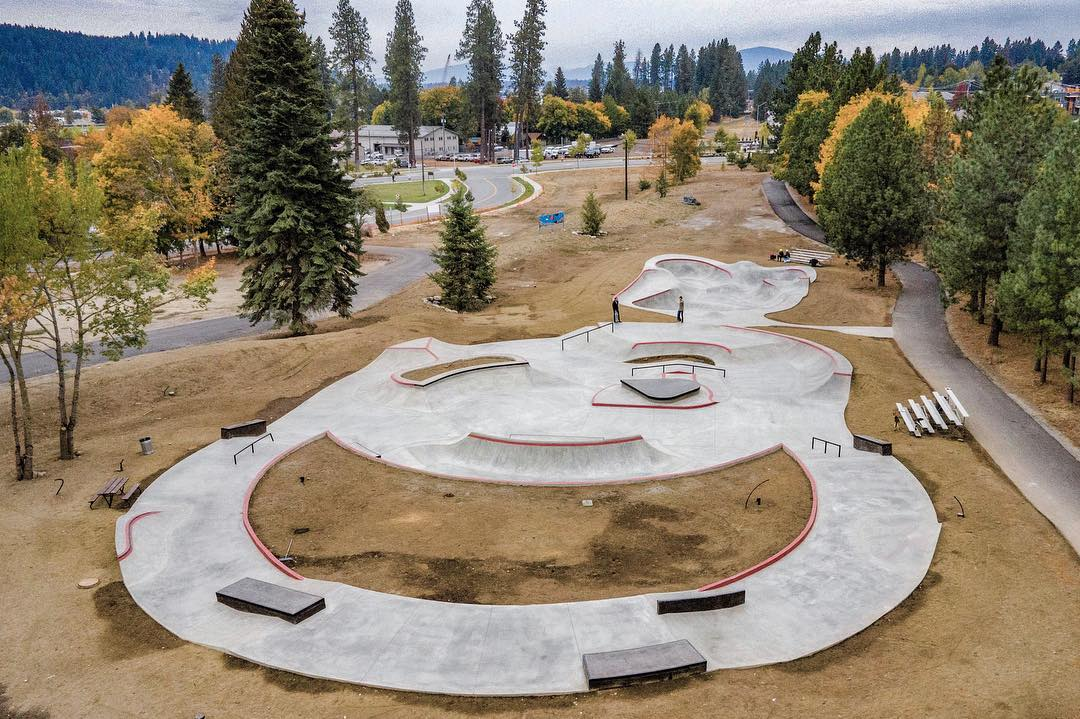That 🆕🆕 in Coeur d'Alene, Idaho 💯 Perfect skate stop in between the west coast & Montana 😎 Our take on a 'skate plaza' with some lunar landscape too!