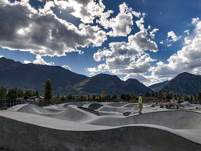 Frisco, Colorado #skateshapes 🌖 Skate fast & free ⚡️ #friscoskatepark #coloradoskateparks #friscocolorado @townoffrisco