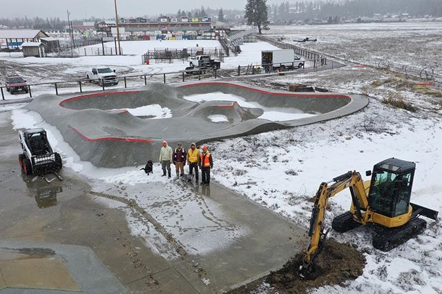 The Darby, Montana skatepark is getting an addition courtesy of @mtskateparkassociation 🙌🏽 a little snow won't stop us. #darbyskatepark #montanaskateparks #montanapoolservice #bitterrootvalley