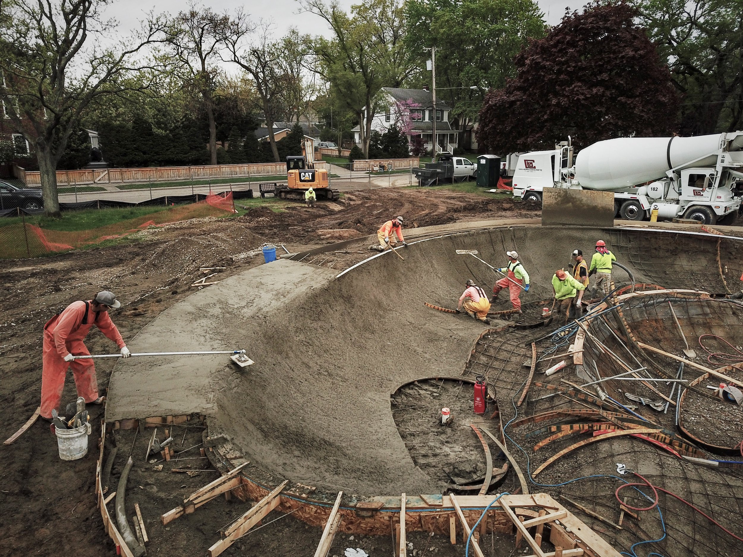 Ferndale, Michigan #skateparkconstruction 💪🏽 Men at work on a large custom pour.