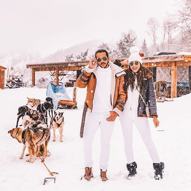 Happy #NationalColoradoDay 🌄 As #AmexAmbassadors our creators Rosanna and Winston were able to escape to Aspen and go dog-sledding. The experience of a lifetime! 🙌🏽 #Boldstreak⠀ • • • @glamdapper X  @MarriottBonvoy @AmericanExpress • • • ⠀