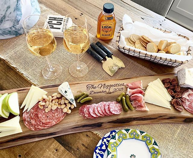 Charcuterie board + rosé wine = #OTP 😍 No better way to prep for a trip to Europe. ⠀ Table magic by #Boldstreak creator @dr.majestic_md⠀
