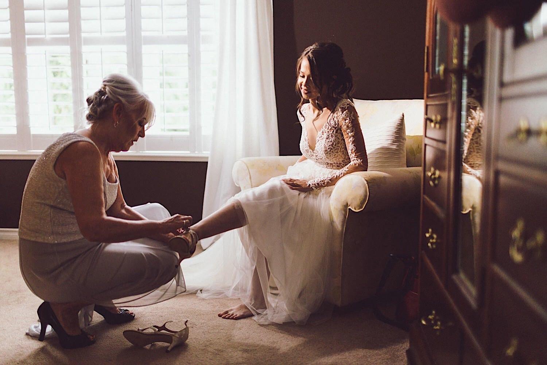 08_ALP - DomAaronBlog - 12_putting_bridal_shoes_mother_on.jpg