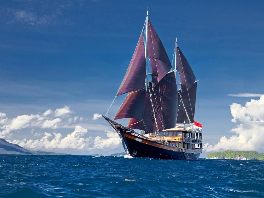 UY_yachts_profile_Dunia Baru.jpg